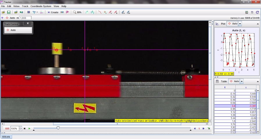 Légpárnás sínen, két rugó közötti kiskocsi vizsgálata (nagy tömeg) – Videoelemzés