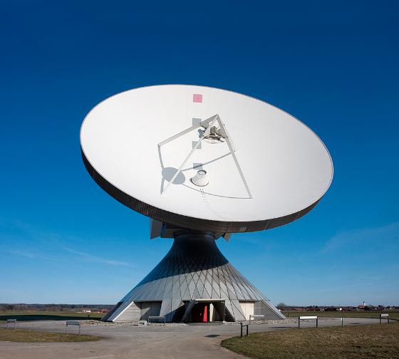 [size=100][size=85]Parabolantenne zur Satelliten-Kommunikation[/size][/size]